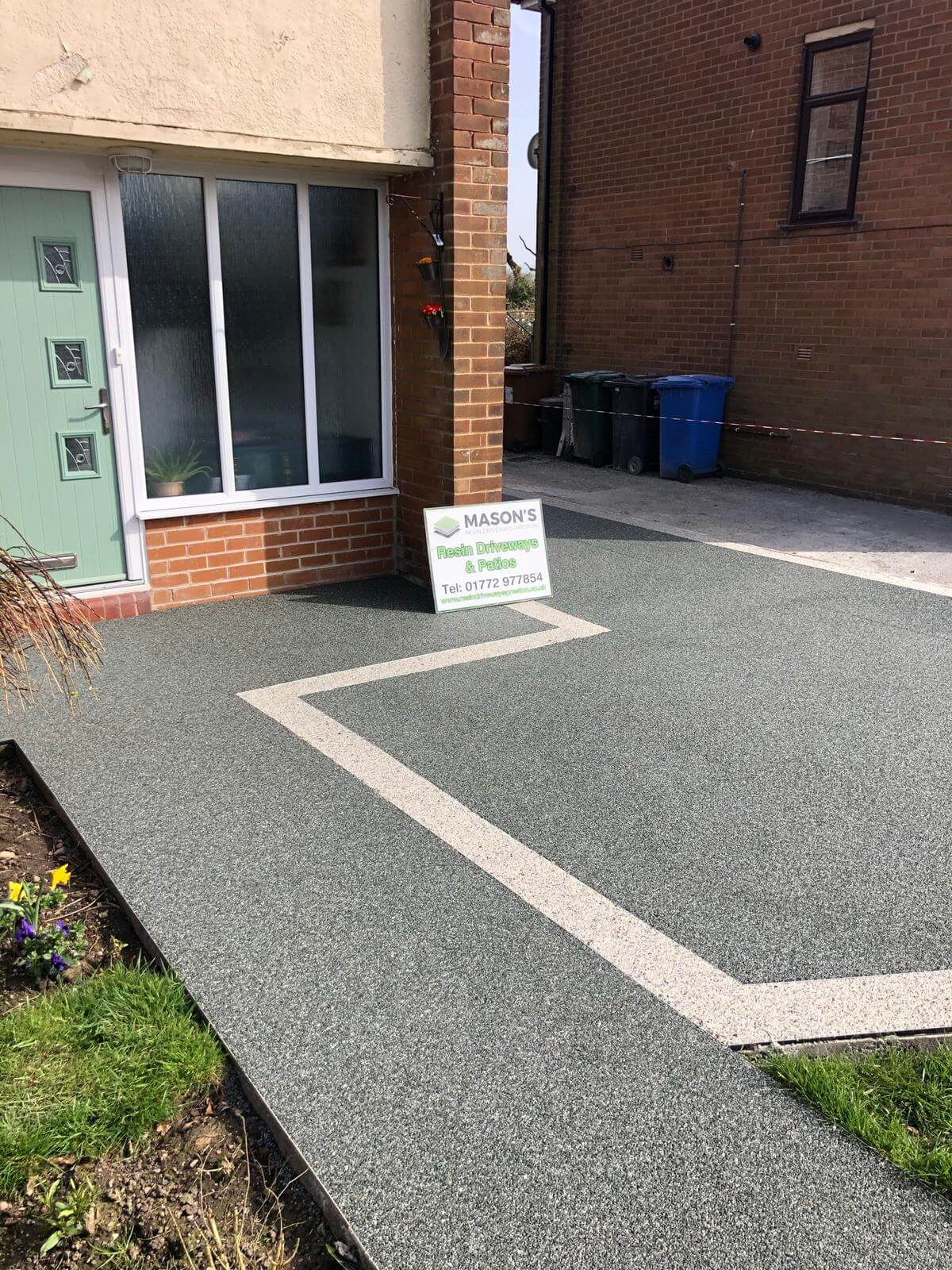aspen borders on slate grey resin driveway
